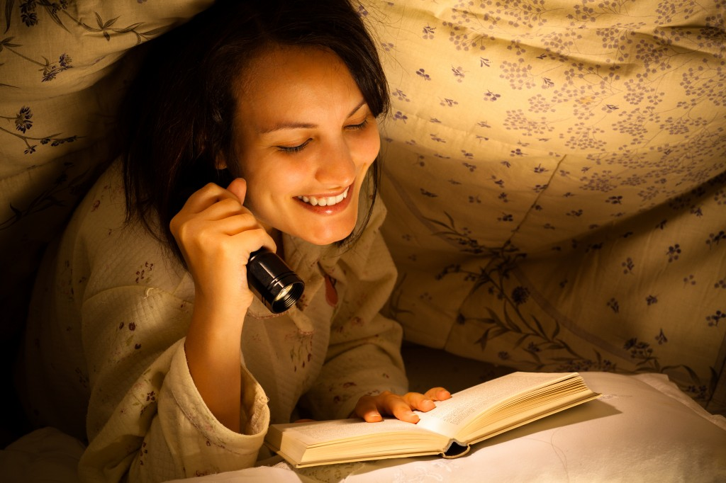 Skip the E-Readers & Tablets for a Better Night's Sleep, Experts Say